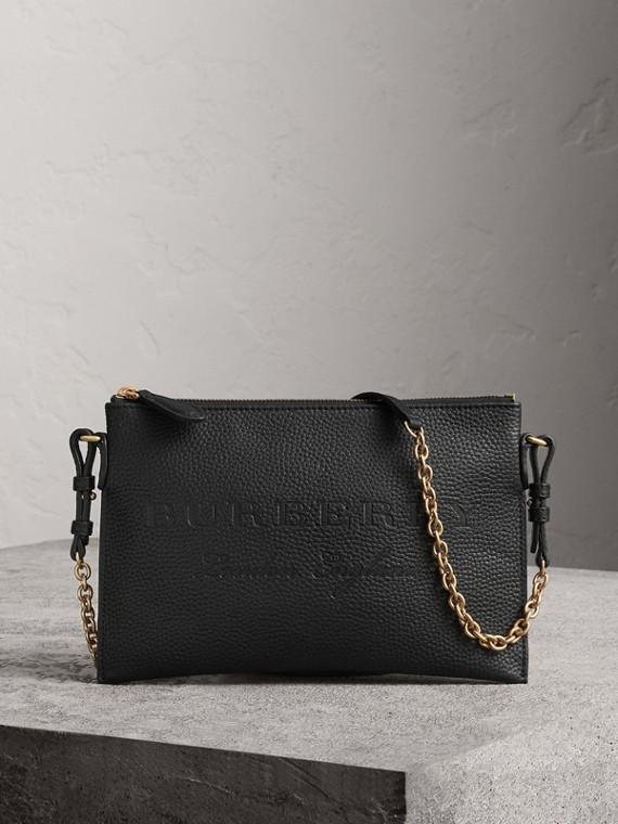 Bolsa clutch de couro com detalhe em relevo (Preto)
