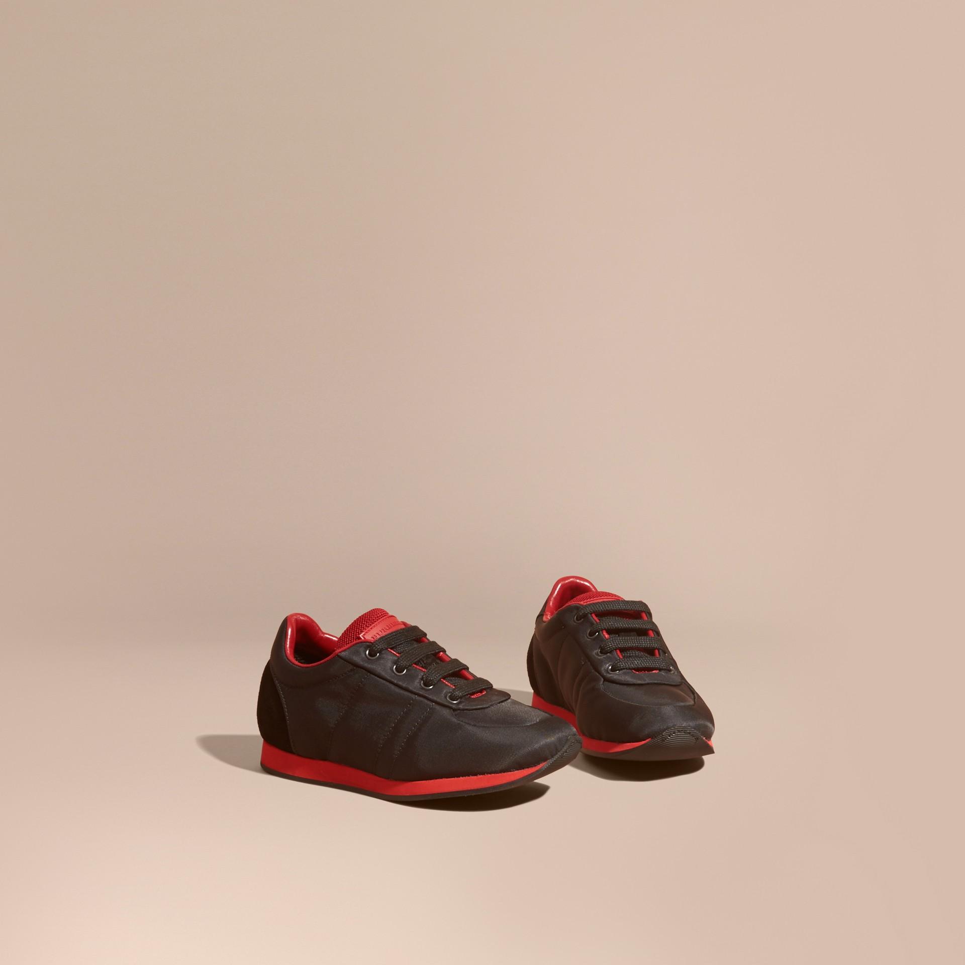 Negro/rojo militar Zapatillas deportivas en piel y raso con franjas de colores Negro/rojo Militar - imagen de la galería 1