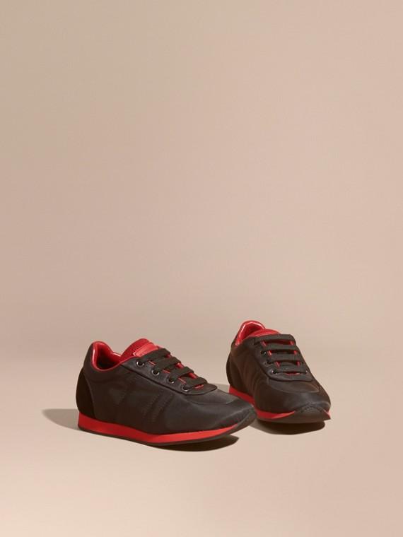 Zapatillas deportivas en piel y raso con franjas de colores Negro/rojo Militar