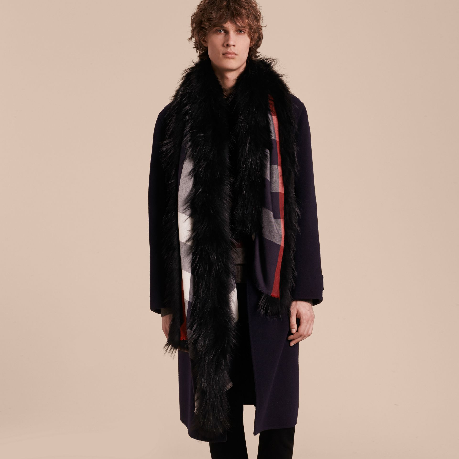 Raccoon Trim Check Wool Cashmere Scarf Navy - gallery image 4