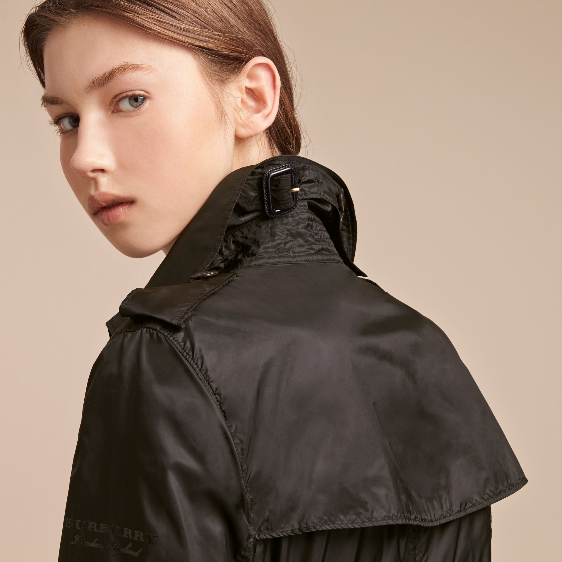 Super-lightweight Trench Coat in Black - Women | Burberry Singapore - gallery image 5