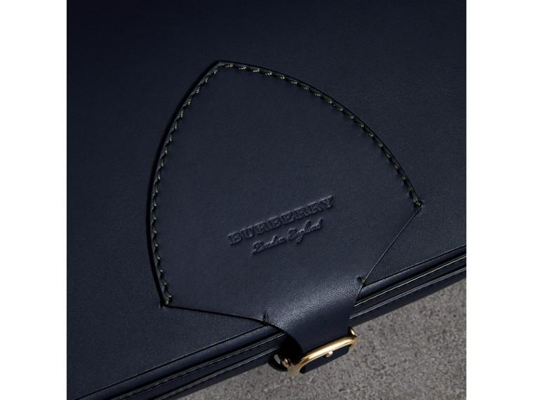 Grand sac The Satchel carré en cuir (Indigo Moyen) - Femme | Burberry Canada - cell image 1