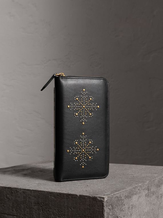 Riveted Leather Ziparound Wallet in Black