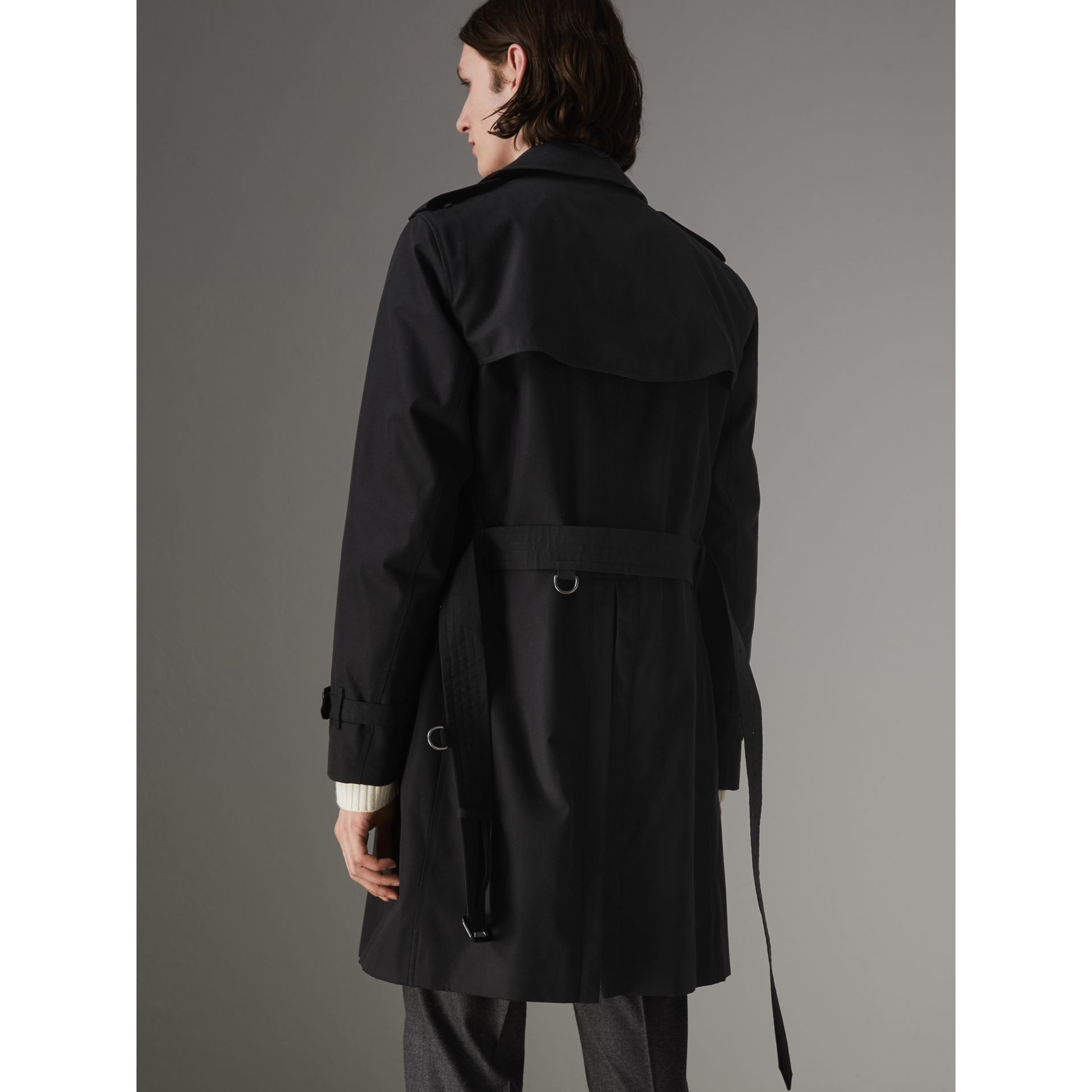 The Chelsea Heritage Trench Coat in Black - Men | Burberry United Kingdom - gallery image 2
