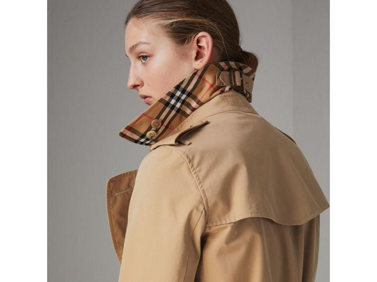 The Long Kensington Heritage Trench Coat in Honey - Women | Burberry - cell image 4