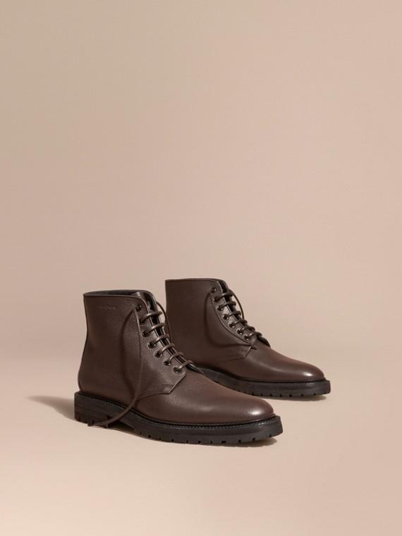 Botas de couro granulado com cadarço Castanho