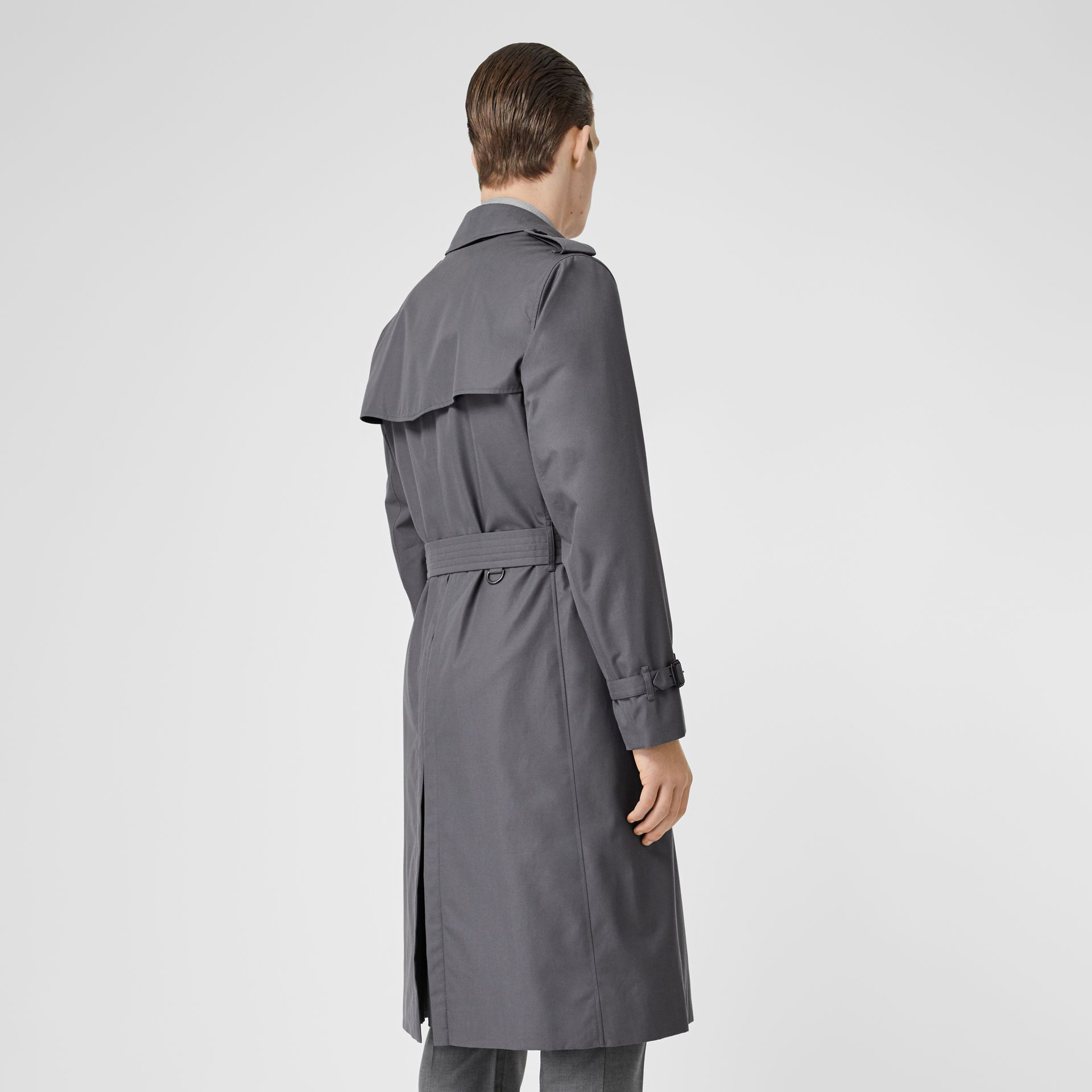 The Long Chelsea Heritage Trench Coat in Mid Grey - Men | Burberry United Kingdom - gallery image 2
