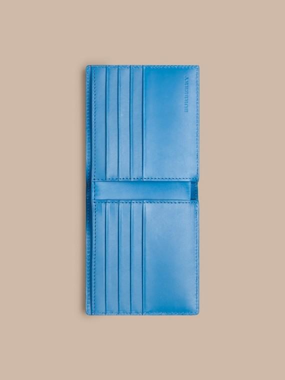 Celeste Portafoglio a libro in pelle con motivo check in rilievo Celeste - cell image 3