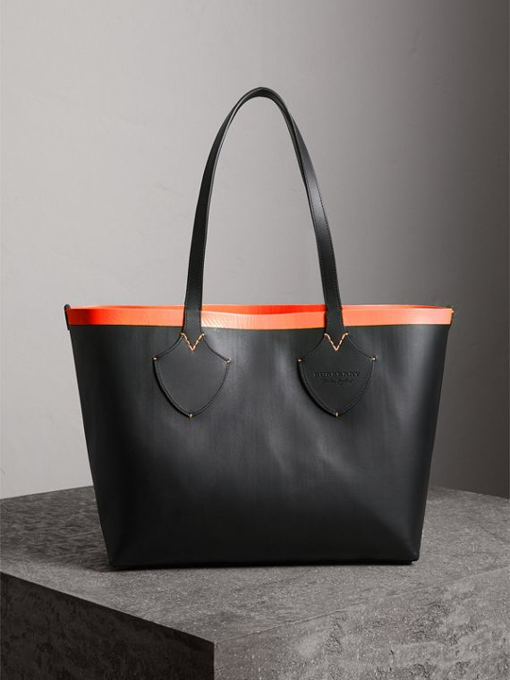 The Medium Giant Reversible Tote in Canvas and Leather in Black/neon Orange | Burberry - cell image 2
