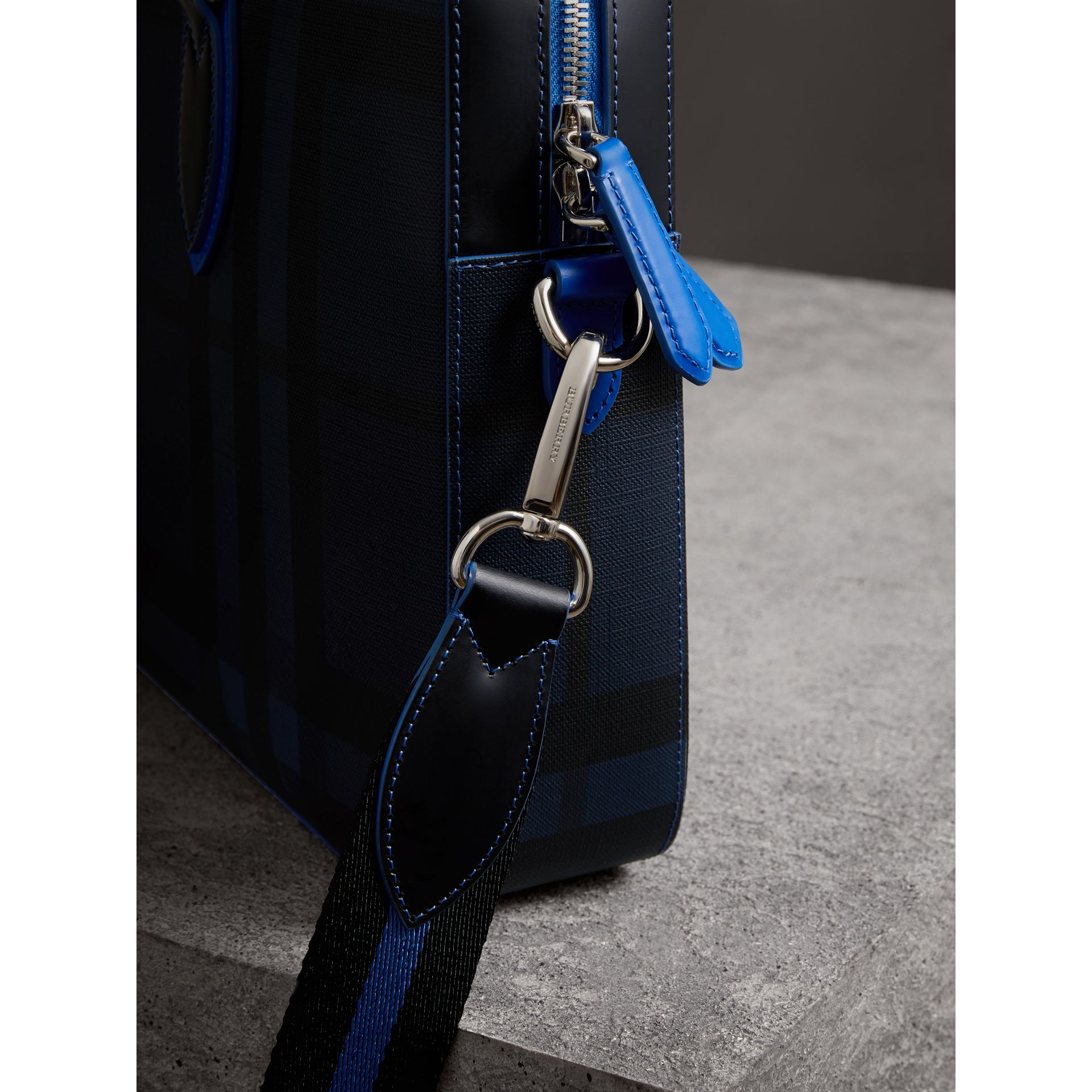 Attaché-case moyen à motif London check avec détails en cuir (Marine/bleu) - Homme | Burberry - photo de la galerie 1