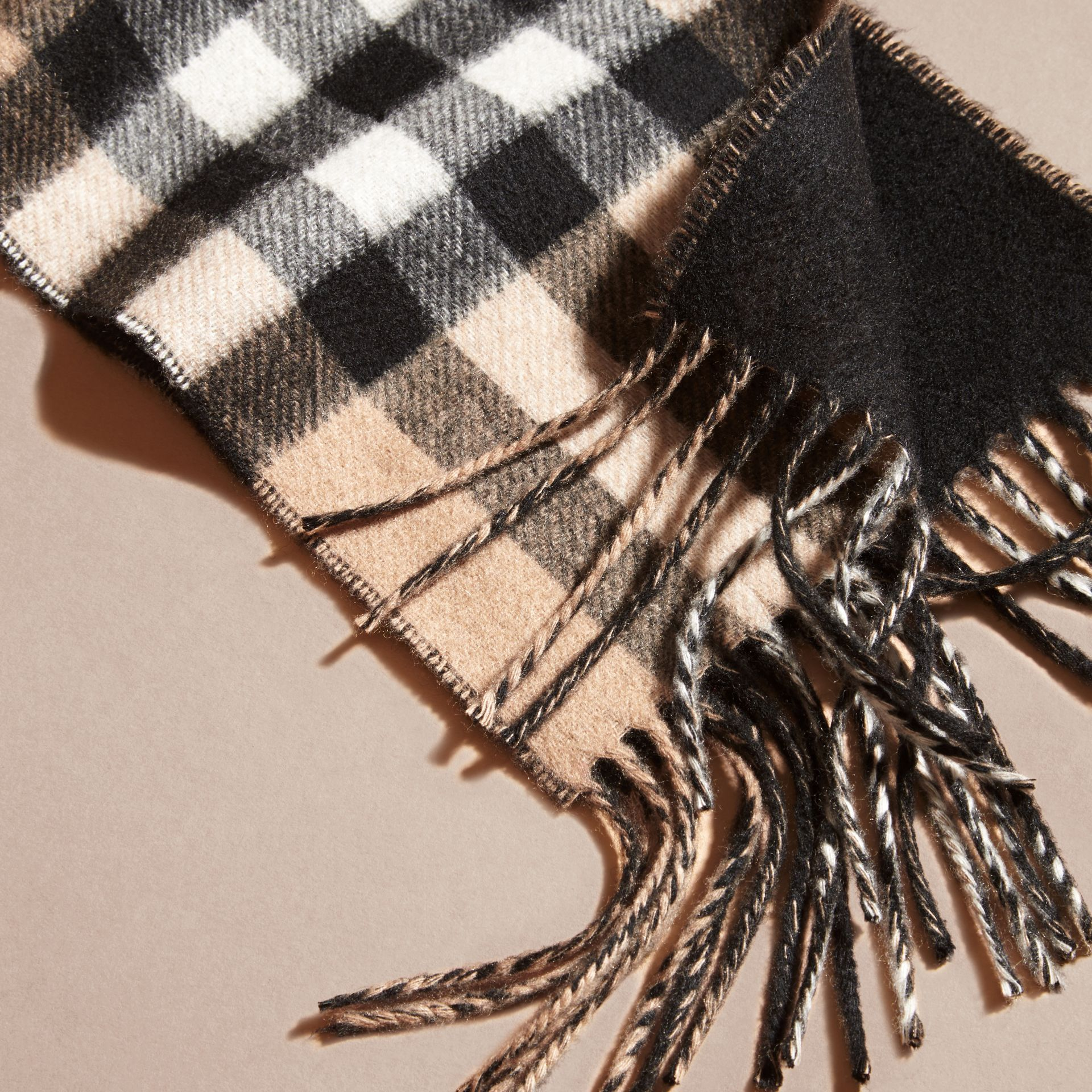 Camel/black The Slim Reversible Cashmere Scarf in Check Camel/black - gallery image 2