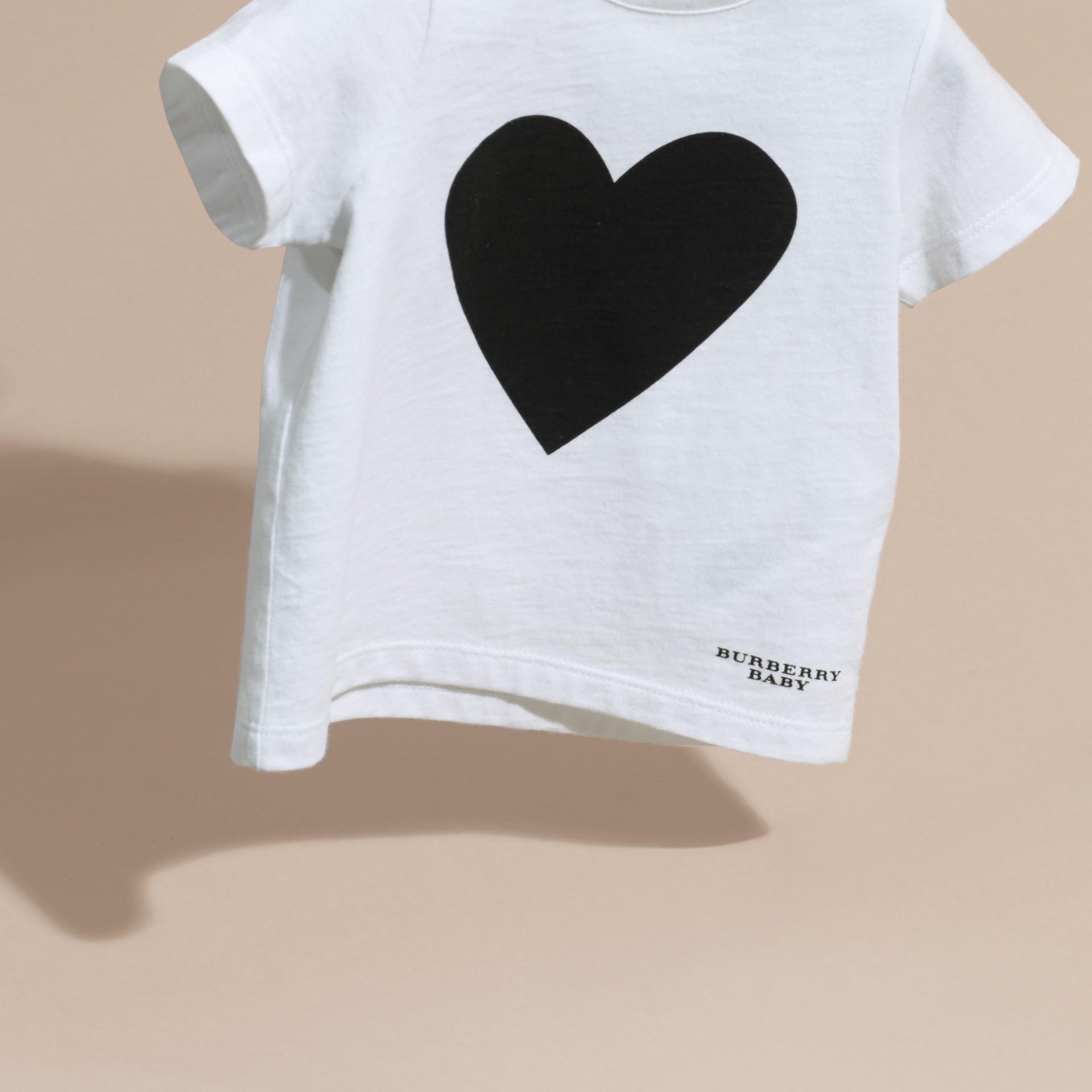 Noir T-shirt en coton avec imprimé à cœurs Noir - photo de la galerie 3
