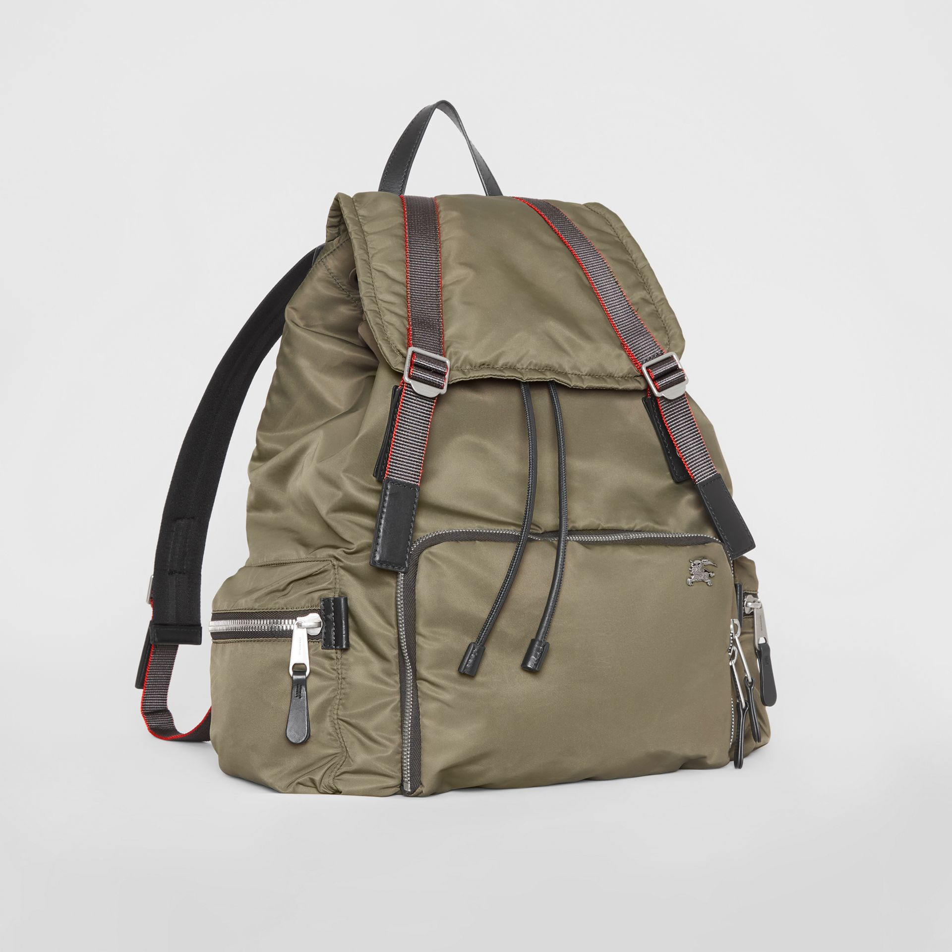 Sac The Rucksack extra-large en nylon façon aviateur (Céladon) - Homme | Burberry - photo de la galerie 5