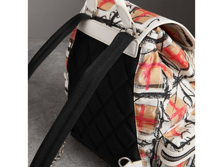 The Medium Rucksack aus Vintage Check-Gewebe im Kritzeldesign (Kreideweiss) - Damen | Burberry - cell image 4