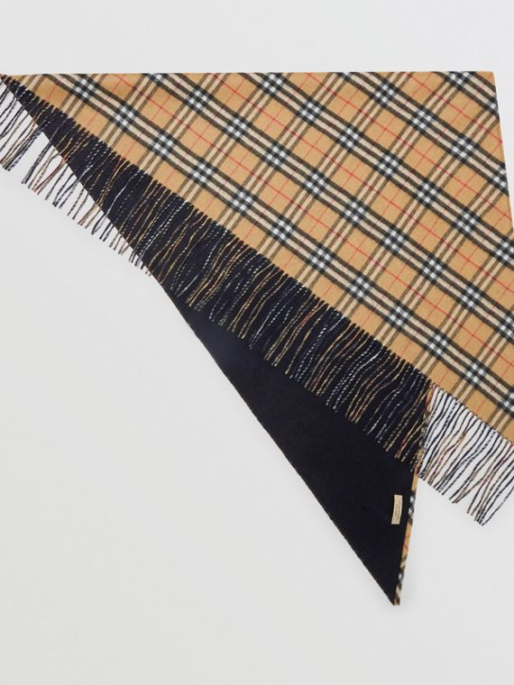 The Burberry Bandana in cashmere con motivo Vintage check (Blu Carbonio)