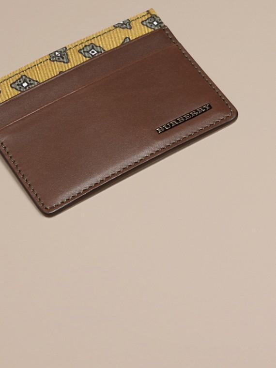 Marrone seppia Porta carte di credito in pelle con stampa geometrica a riquadri Marrone Seppia - cell image 2