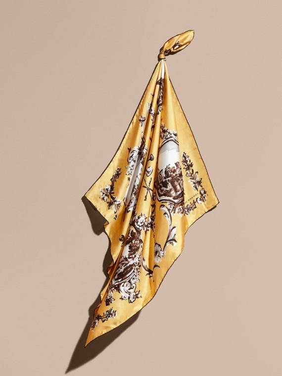 Pañuelo cuadrado mediano en seda con estampado de papel de pared Amarillo Cebada