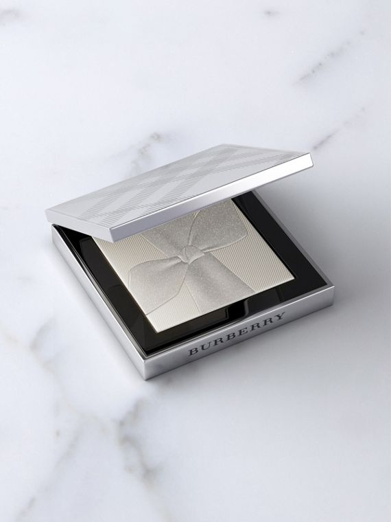 Silver Shimmer	Illuminating Powder