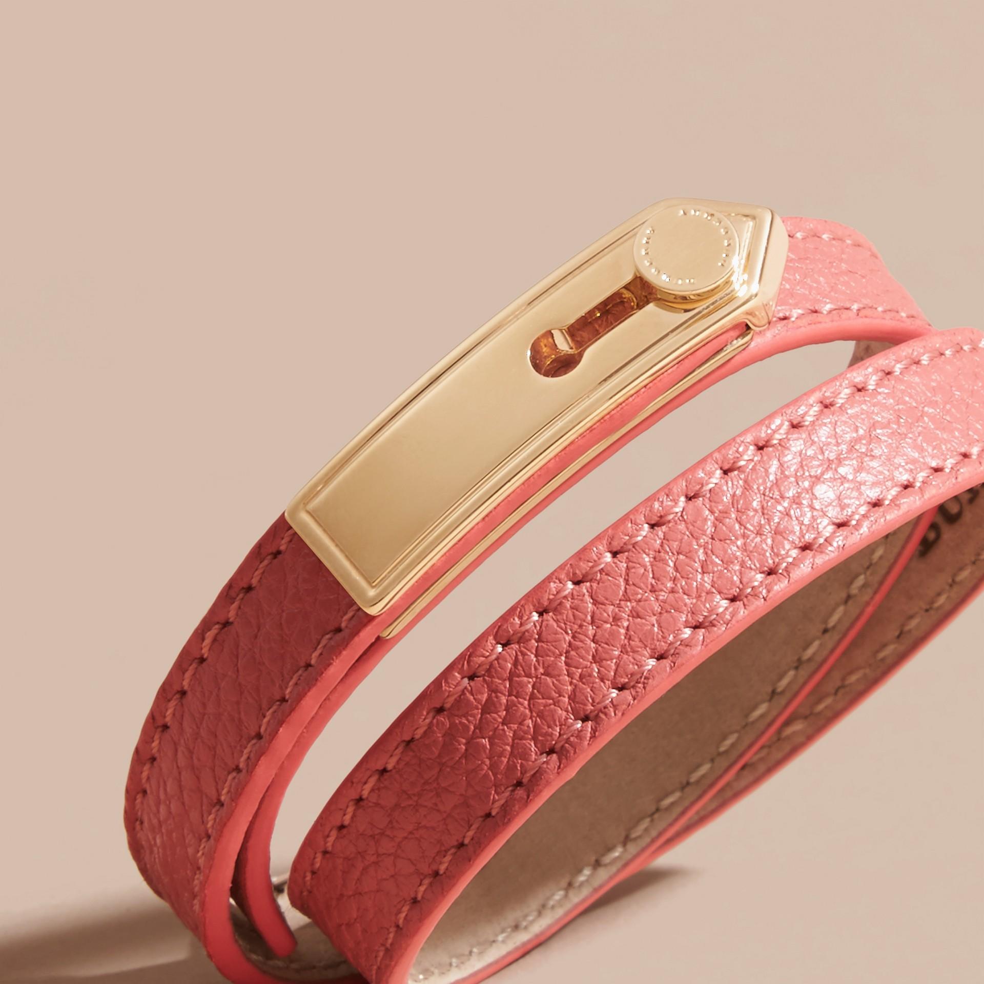 古銅粉色 肩章識別牌皮革手鍊 古銅粉色 - 圖庫照片 2