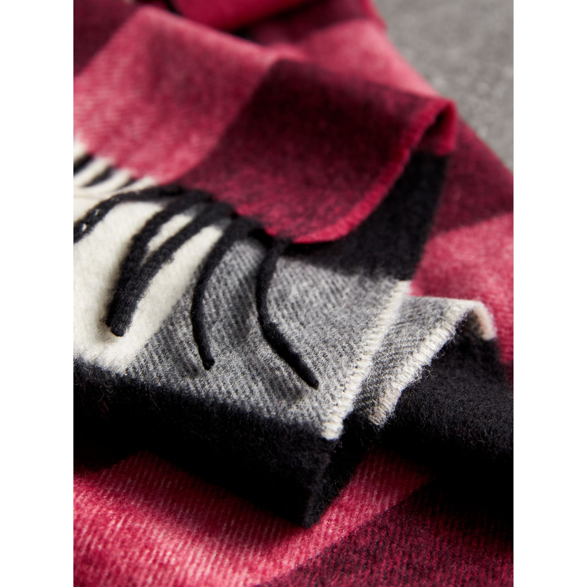 The Large Classic Cashmere Scarf in Check in Fuchsia Pink | Burberry United Kingdom - gallery image 4