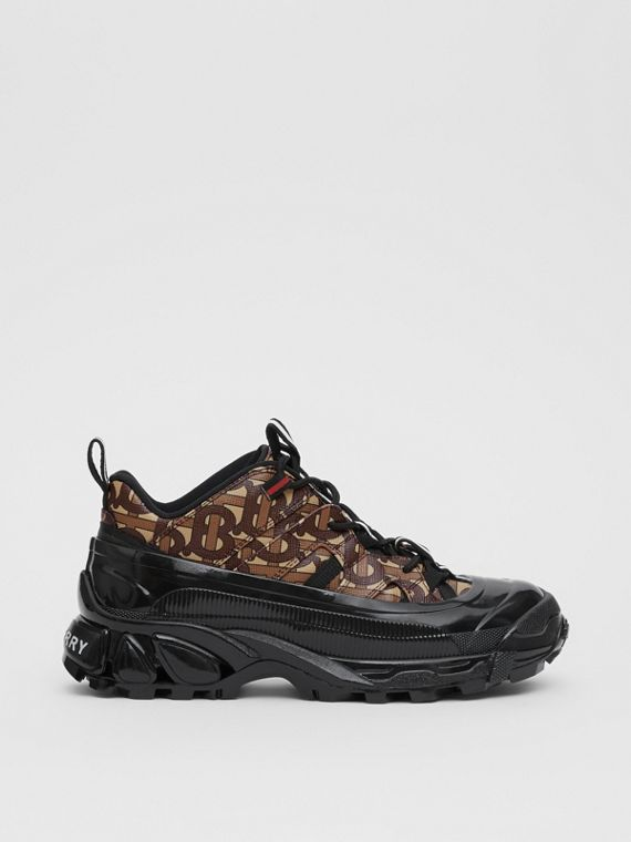 sur des pieds à la plus récente technologie meilleur endroit pour Sneakers pour homme | Burberry