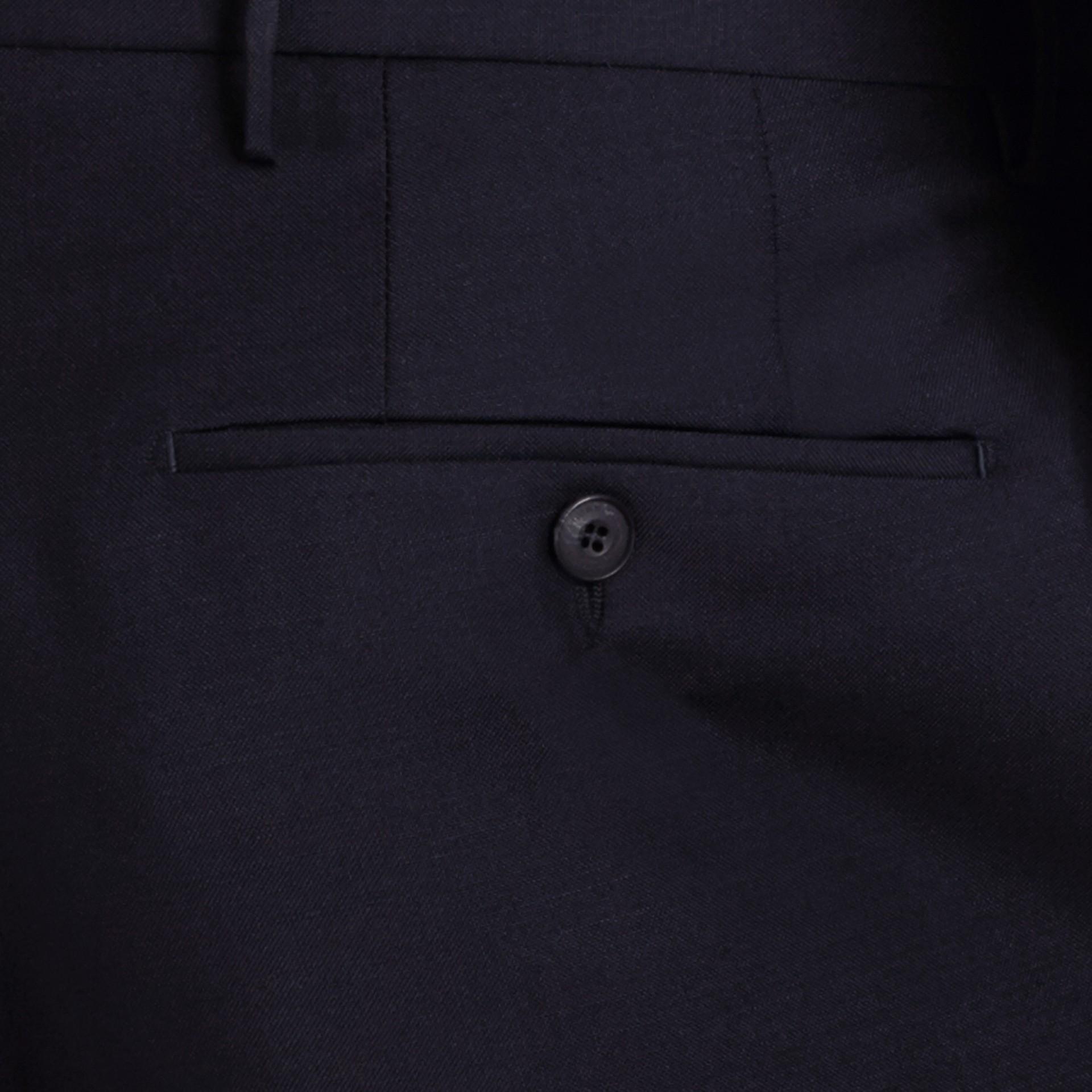 現代剪裁羊毛馬海長褲 正海軍藍 - 圖庫照片 2