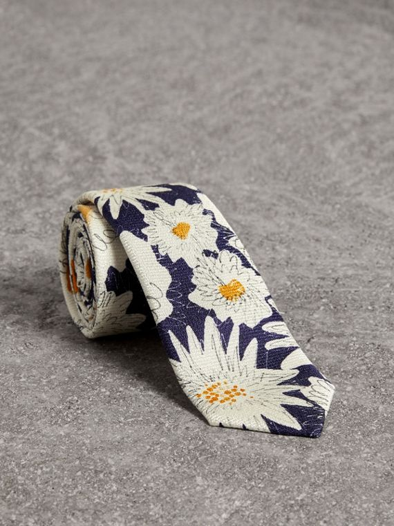 Slim Cut Daisy Print Silk Tie in Navy