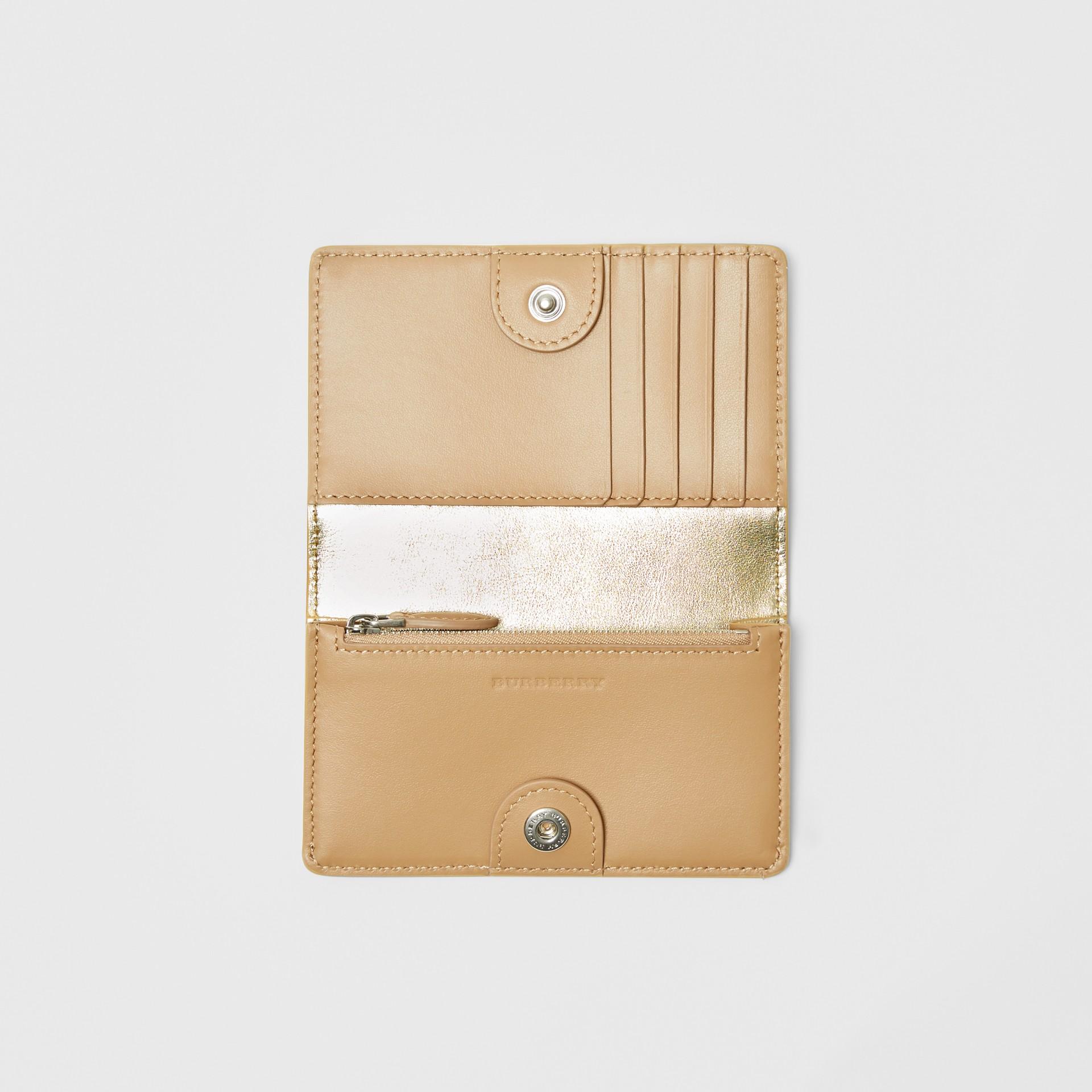 Kleine Brieftasche aus Metallic-Leder mit geprägtem Ritteremblem (Goldfarben) - Damen | Burberry - Galerie-Bild 2