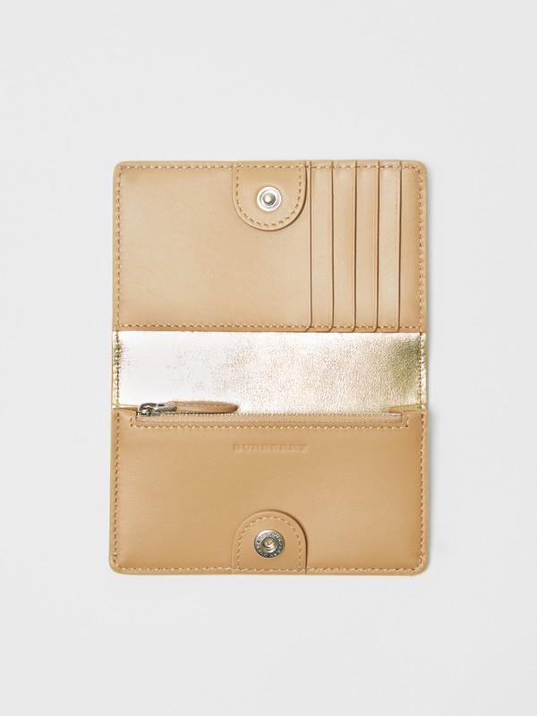Kleine Brieftasche aus Metallic-Leder mit geprägtem Ritteremblem (Goldfarben) - Damen | Burberry - cell image 2
