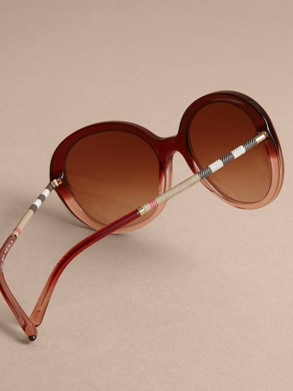 Check Detail Round Frame Sunglasses Oxblood - cell image 3