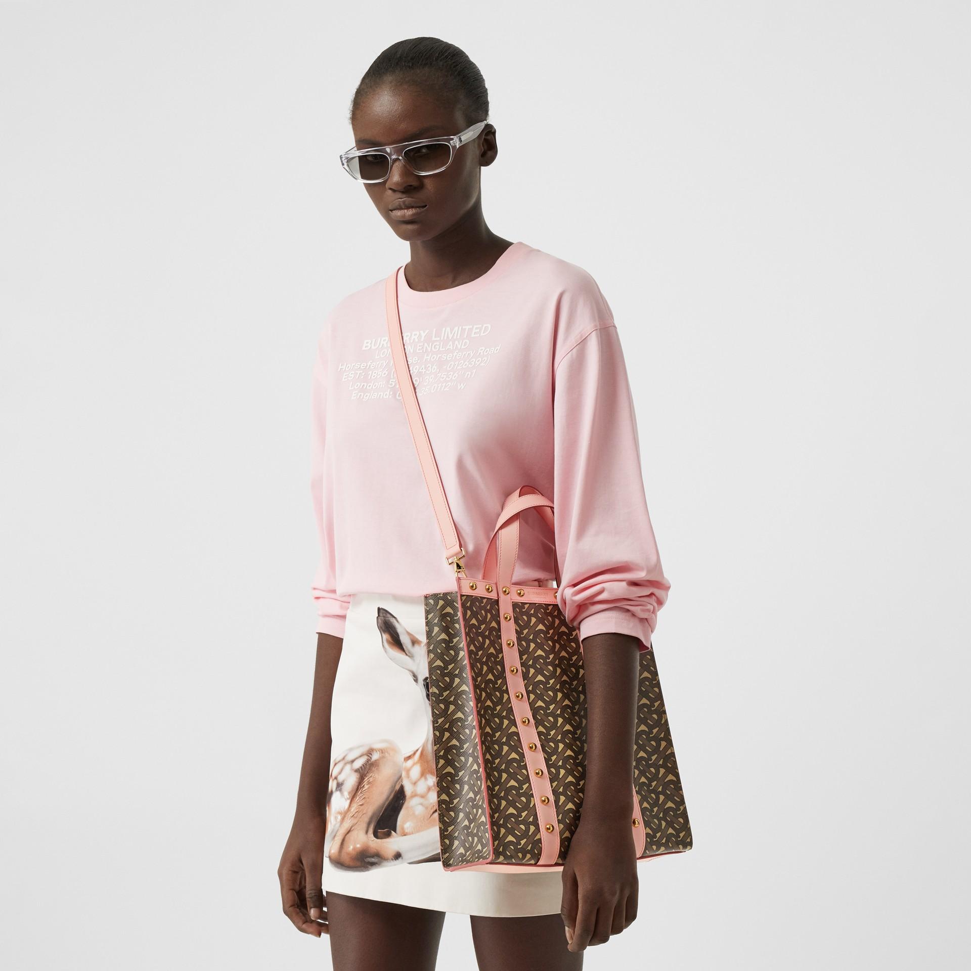 小型花押字印花環保帆布直式托特包 (雲粉紅) - 女款 | Burberry - 圖庫照片 2