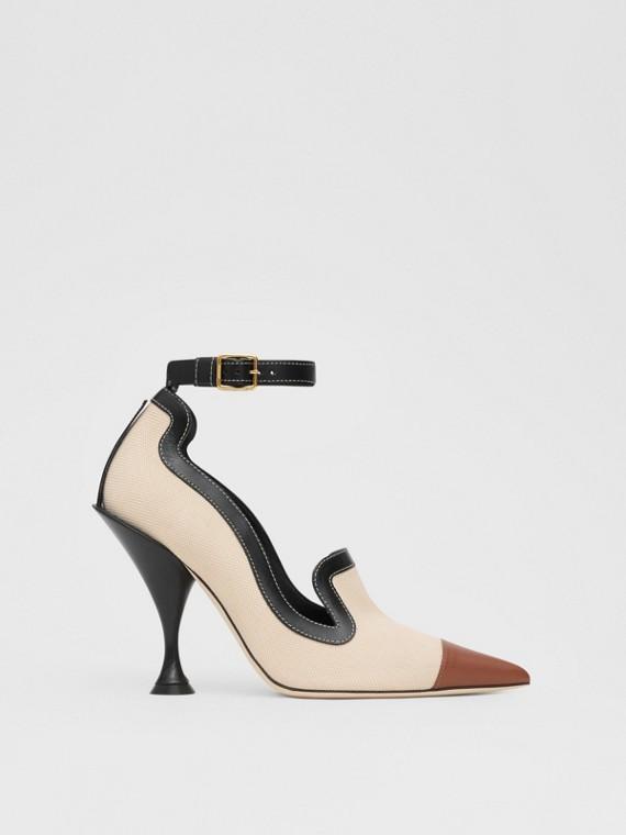 Zapatos de salón en lona de algodón y piel con puntera de pico (Natural / Negro)