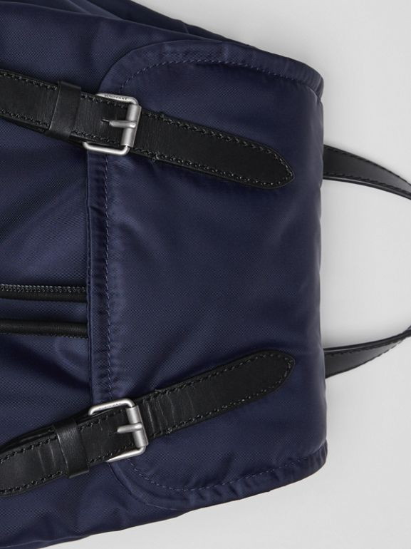 Zaino The Rucksack medio in nylon imbottito e dettagli in pelle (Blu Inchiostro) - Donna | Burberry - cell image 1
