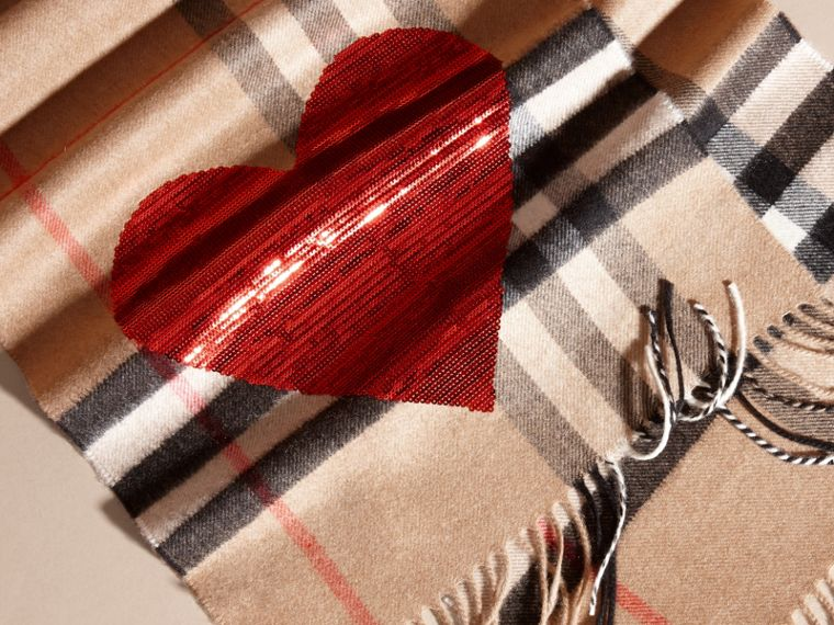 Camel/red The Classic Cashmere Scarf in Check with Sequined Heart Camel/red - cell image 4