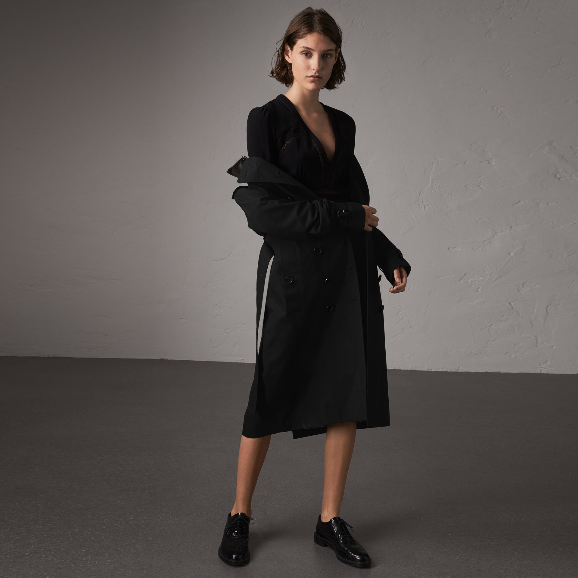 The Sandringham – Extra-long Trench Coat in Black - Women | Burberry - gallery image 0