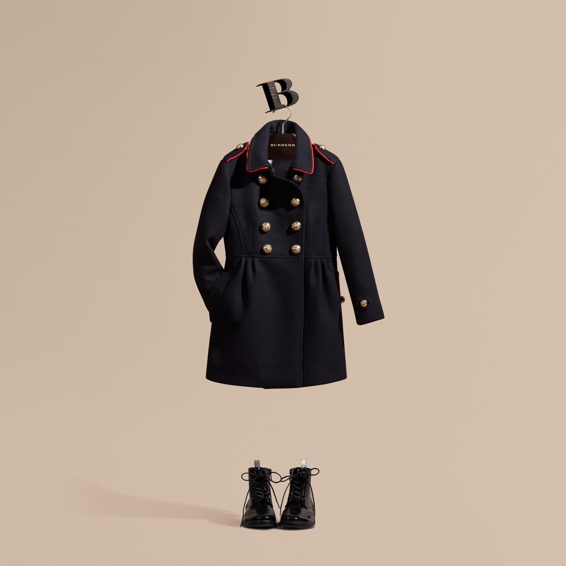 Marine Manteau en laine et cachemire mélangés avec détails militaires - photo de la galerie 1