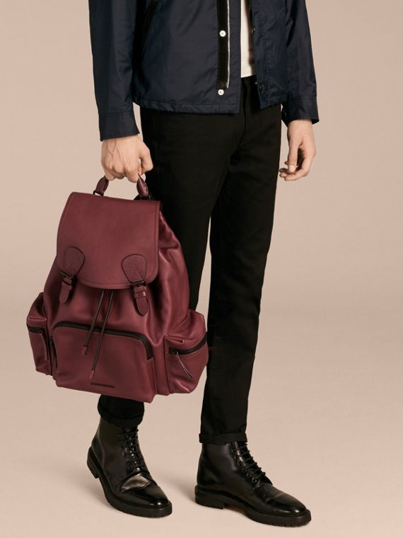 The Large Rucksack in Water-repellent Leather in Burgundy Red - cell image 2