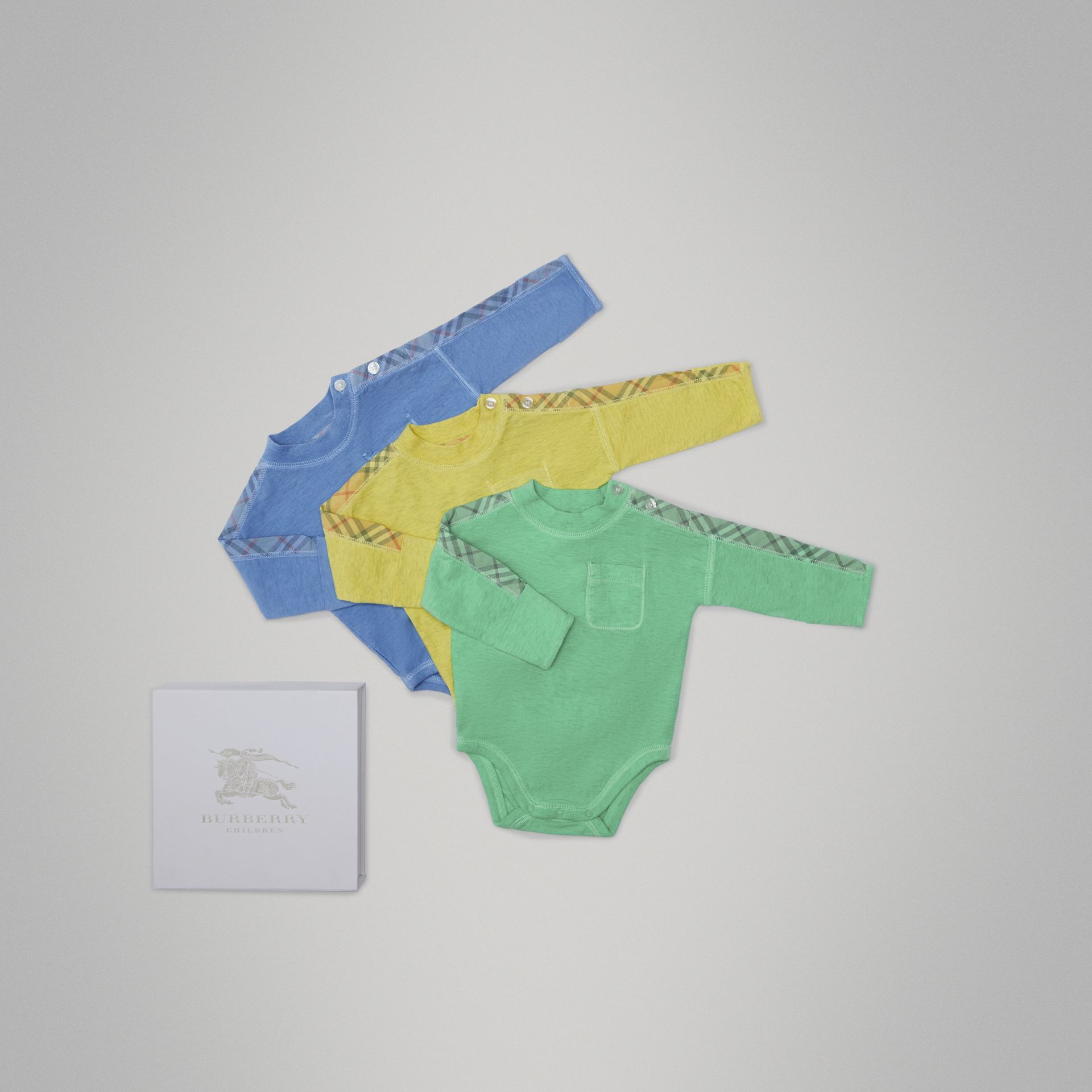 Check Cotton Three-piece Baby Gift Set in Multicolour - Children | Burberry - gallery image 0