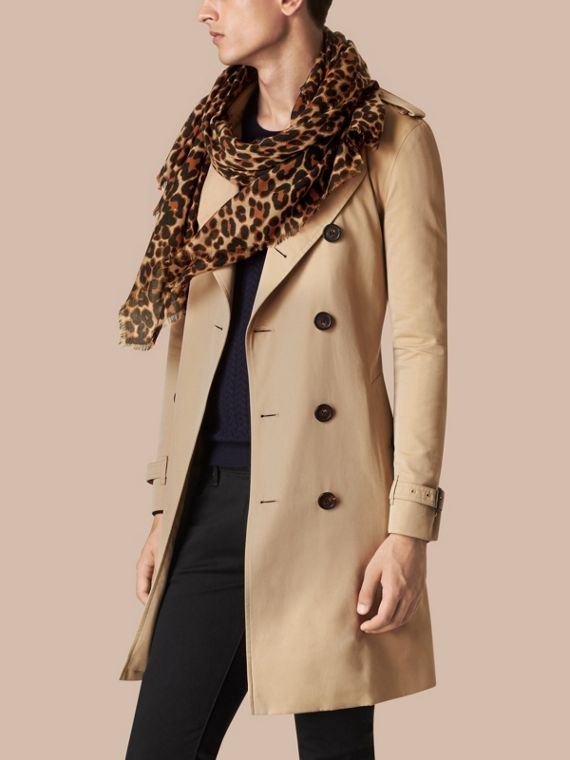Camel The Lightweight Cashmere Scarf in Animal Print - cell image 3