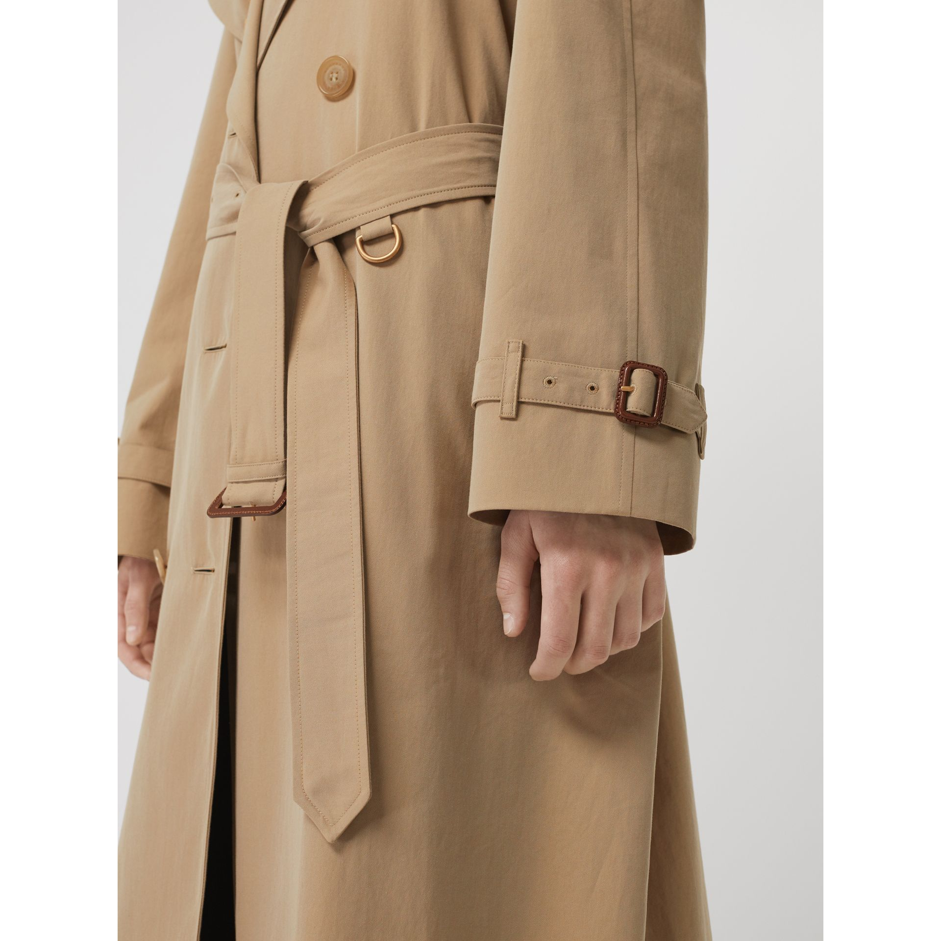 The Long Westminster Heritage Trench Coat in Honey - Women | Burberry United Kingdom - gallery image 5