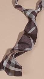 Cravate moderne en jacquard de soie à motif check