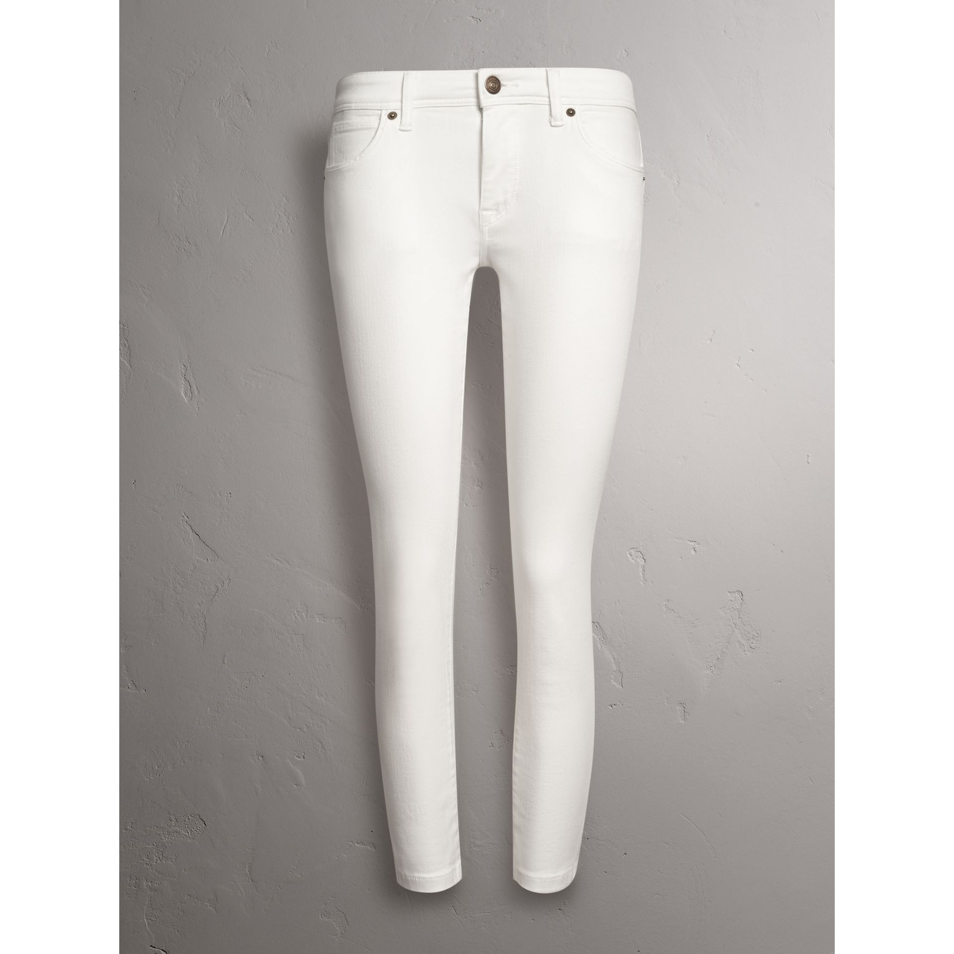 Skinny Fit Low-Rise Cropped Jeans in White - Women | Burberry - gallery image 4