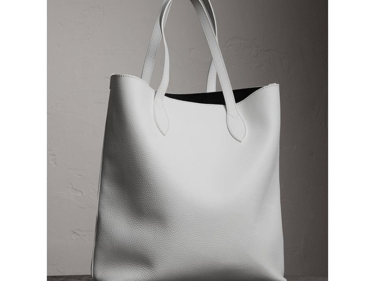 Medium Embossed Leather Tote in Chalk White | Burberry Singapore - cell image 4