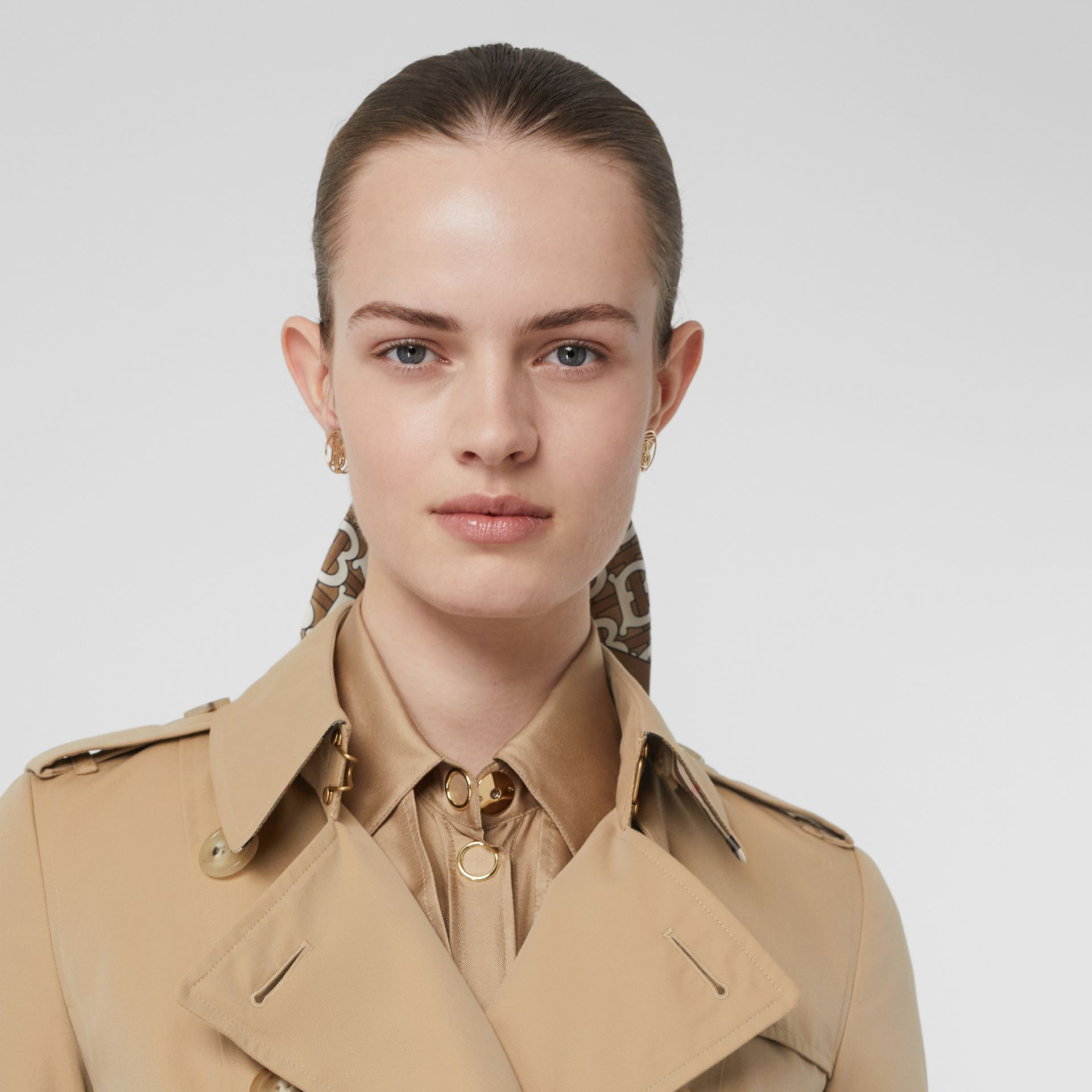 The Chelsea Heritage Trench Coat in Honey - Women | Burberry Singapore - gallery image 1