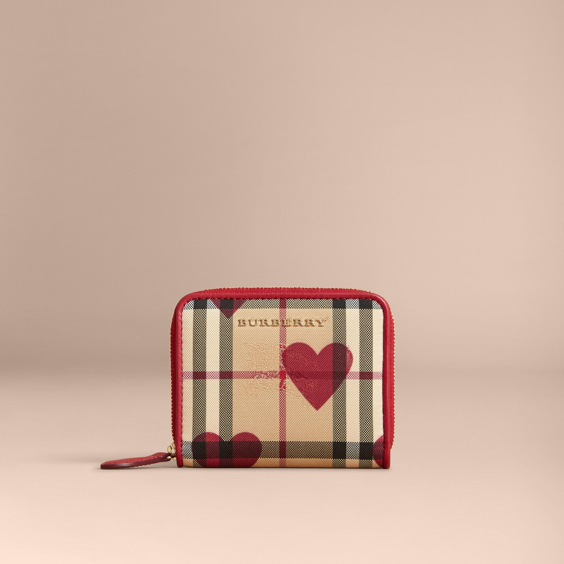 繽紛鮮紅色 心型印花 Horseferry 格紋小型環繞式拉鍊皮夾 - 圖庫照片 6