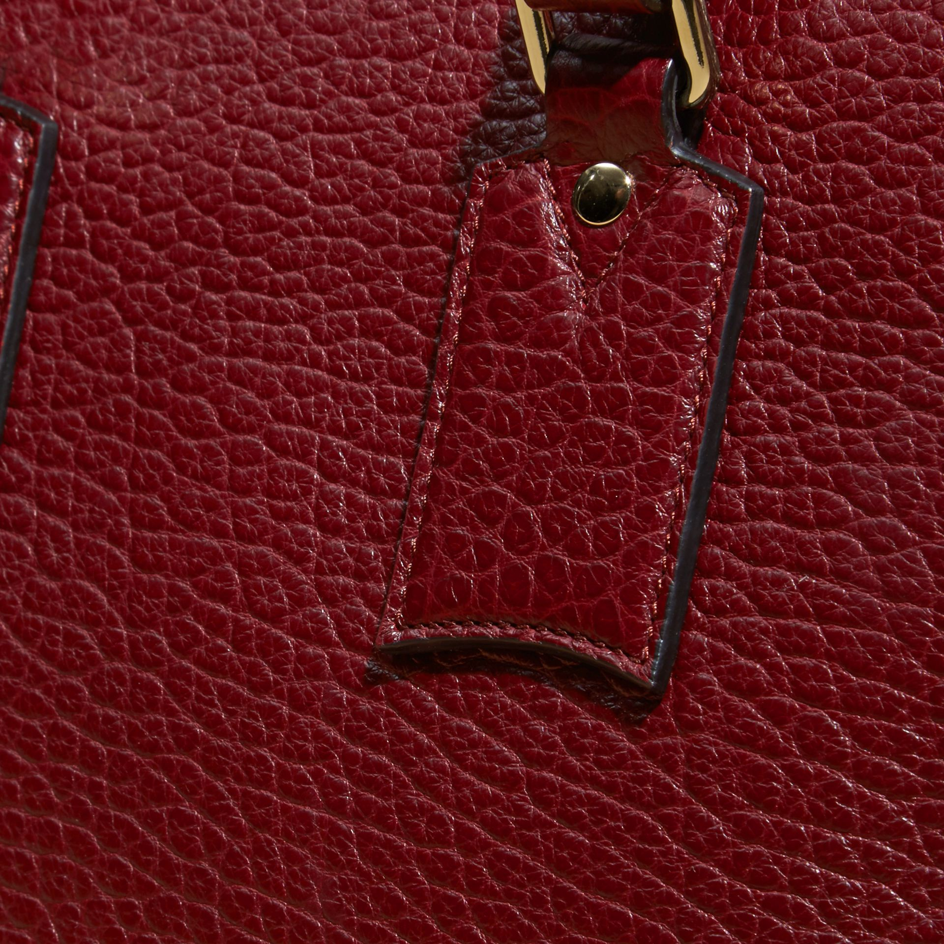 Deep red The Medium Clifton in Signature Grain Leather - gallery image 2