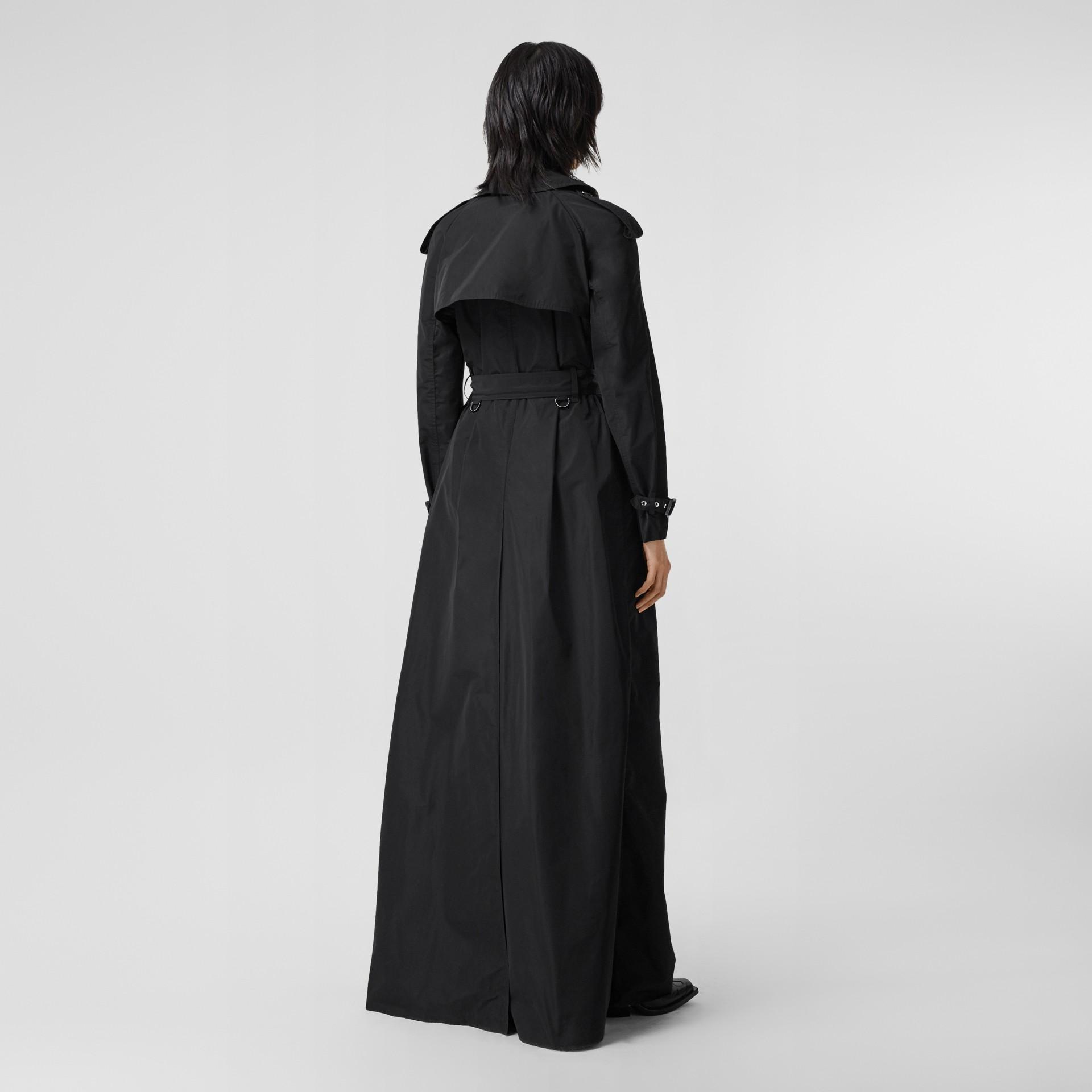 Trench coat extra lungo in taffetà a memoria di forma (Nero) - Donna | Burberry - immagine della galleria 2