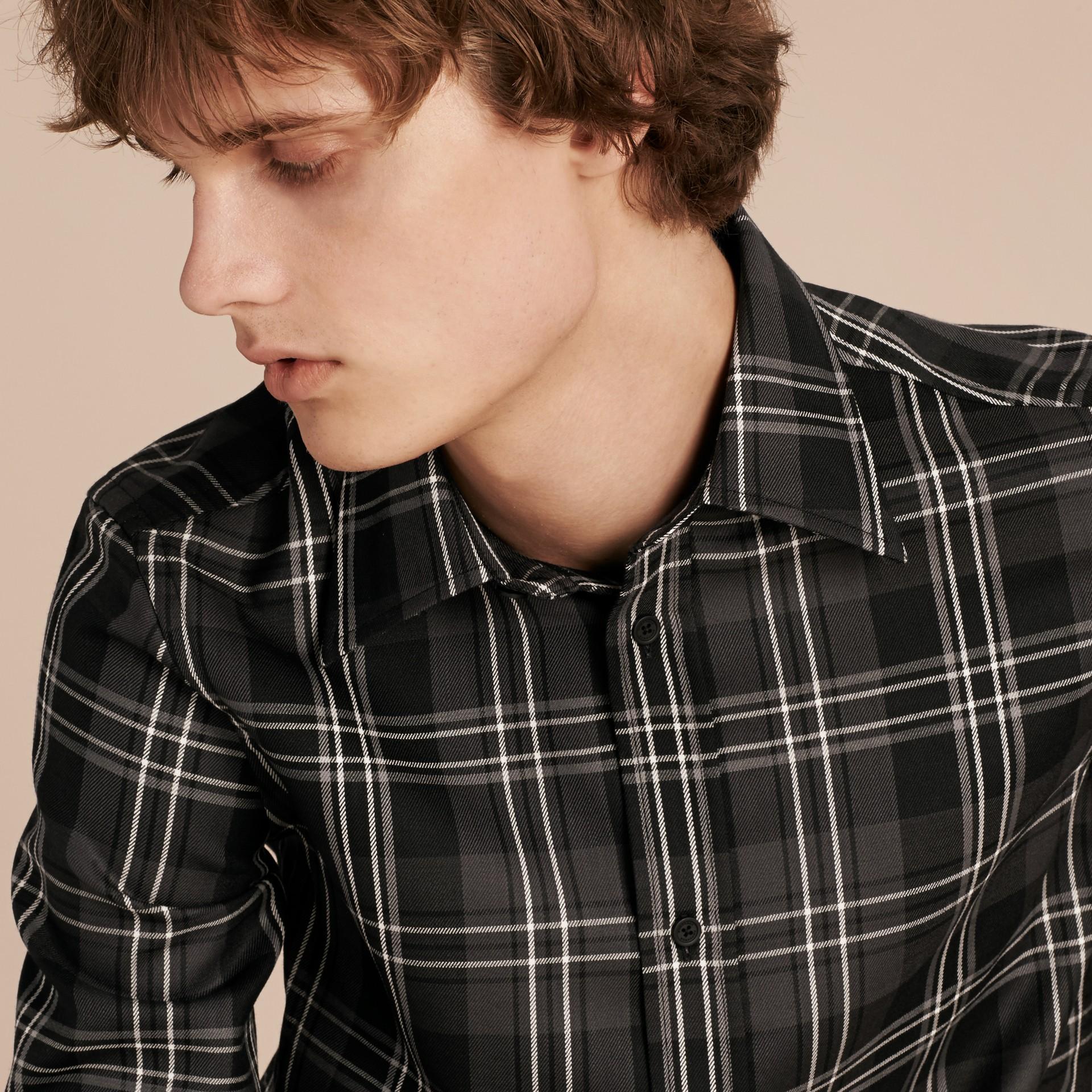 Noir Chemise en laine à motif check Noir - photo de la galerie 2