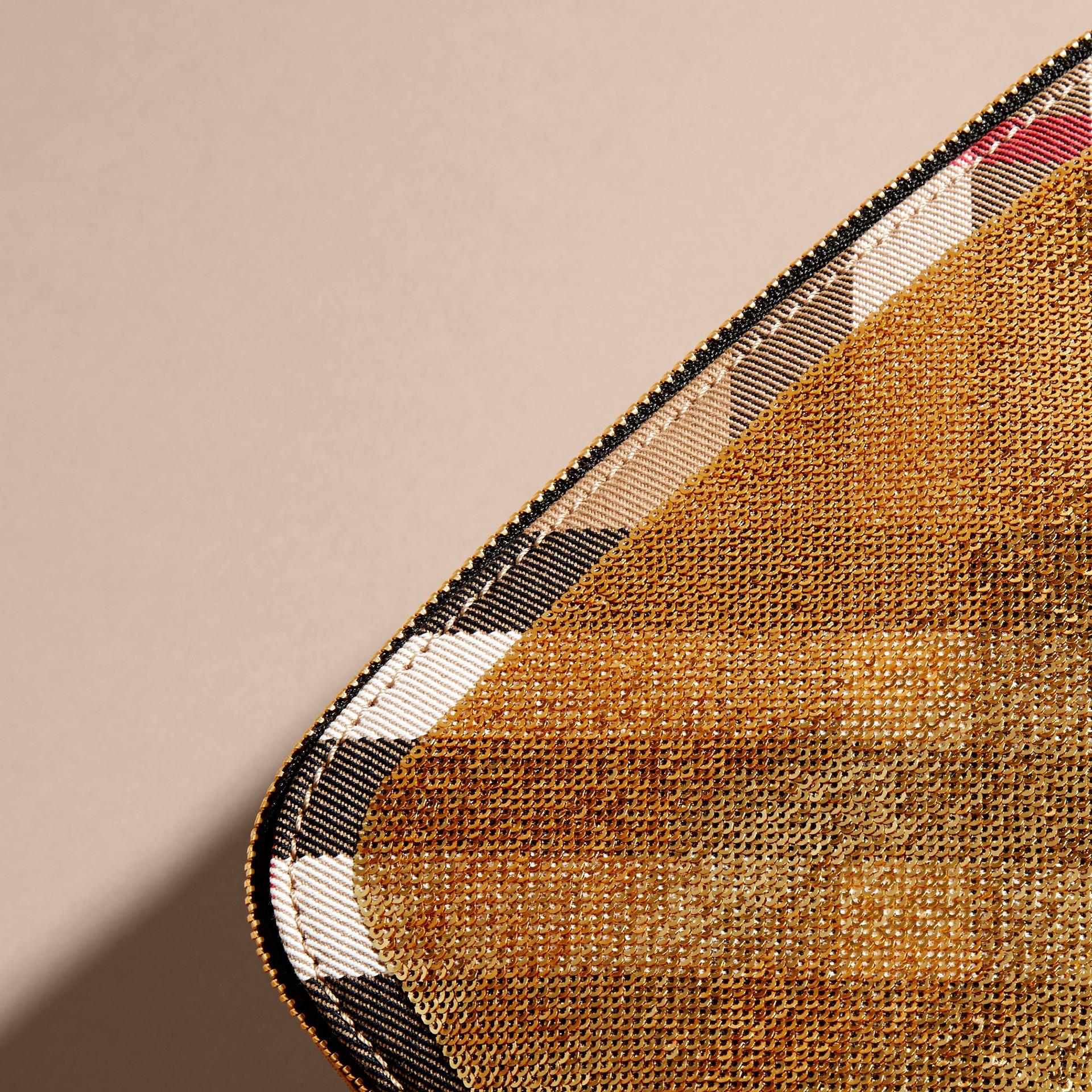 Or/noir Grande pochette zippée à motif House check et sequins Or/noir - photo de la galerie 2