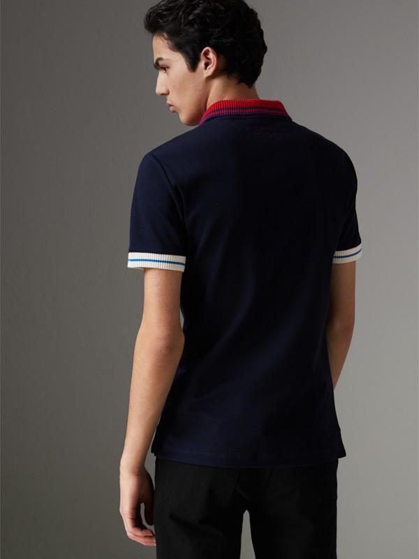 Polo en coton à détails rayés et côtelés bicolores (Marine) - Homme | Burberry - cell image 2